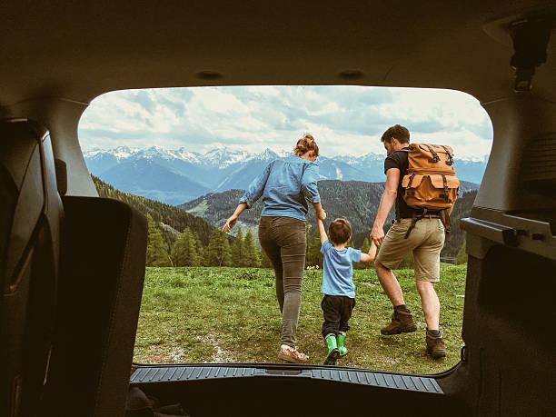 tres de nosotros - viajes familiares fotografías e imágenes de stock