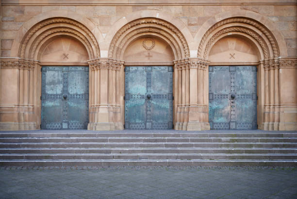 Drei alte Kirchentüren – Foto