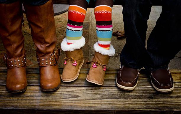 drei paar - kinder winterstiefel stock-fotos und bilder
