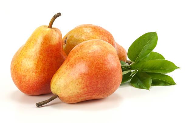three pears su bianco - pera foto e immagini stock