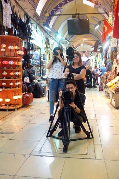 drei fotografen innenaufnahmen - dokumentation stock-fotos und bilder