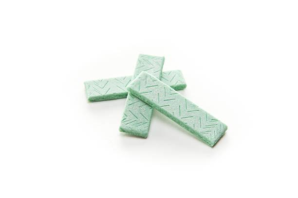 three pieces of chewing gum - kauwgom stockfoto's en -beelden