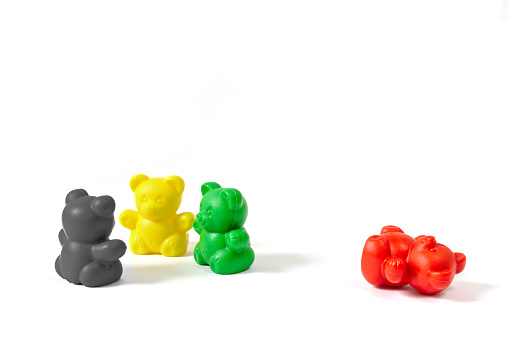 Three plastic bear figures in the colors of the coalition parties