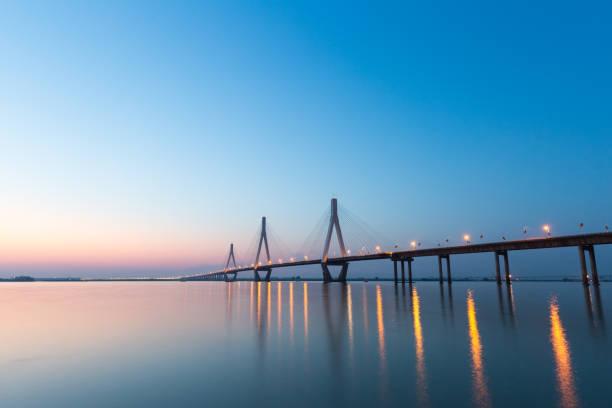 drei Pylonen der Schrägseilbrücke – Foto