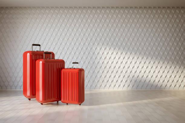beyaz iç üç kırmızı bavul - valiz stok fotoğraflar ve resimler