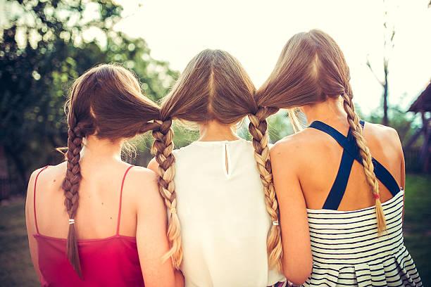 3 姉妹.cehov はありません。 - 姉妹 ストックフォトと画像