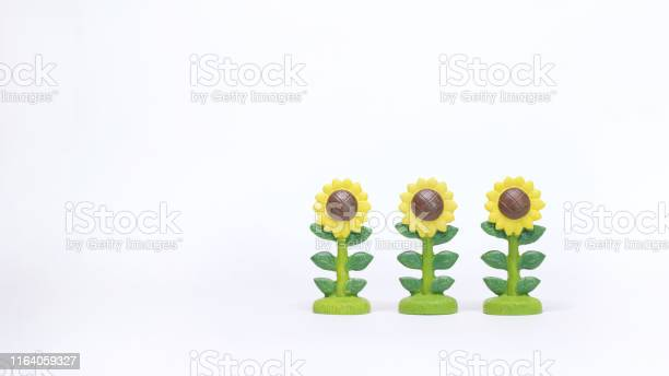 Three sunflowers plastic model on white background picture id1164059327?b=1&k=6&m=1164059327&s=612x612&h=dfazt87pw4ddpn0skcpug66tem4zogj13mp15buq5tc=