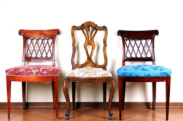 drei vintage stühle - sessel türkis stock-fotos und bilder
