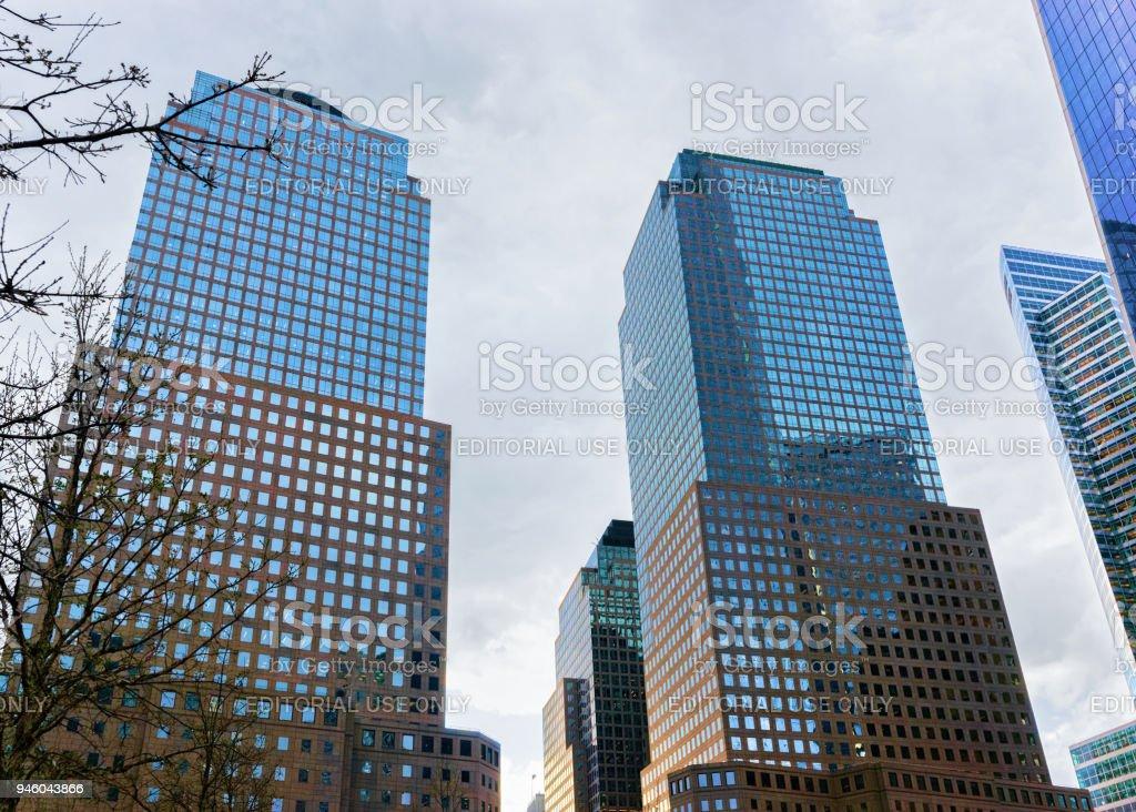 Centro financiero del mundo tres en el distrito financiero - foto de stock