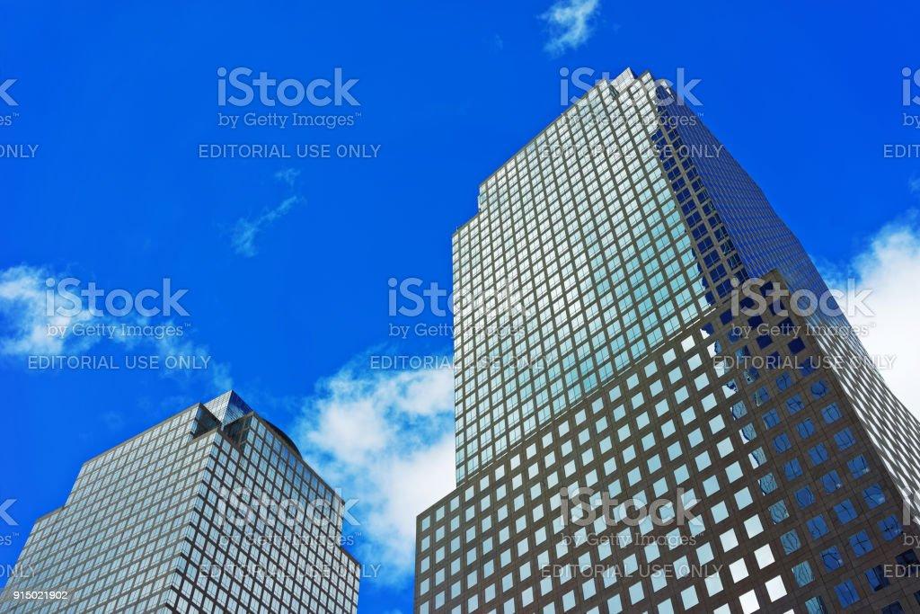 Centro financiero del mundo tres en el distrito financiero de U.S. - foto de stock