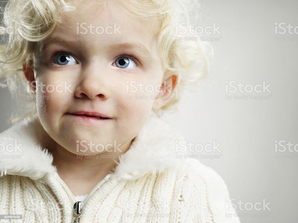5 letnia Dziewczyna patrzy mischevious. zbiór zdjęć royalty-free