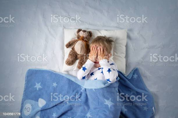 Three years old child crying in bed picture id1043561778?b=1&k=6&m=1043561778&s=612x612&h=gkh5yrxubq3iyj bod4pzekku5urobvymfttn4um3h8=