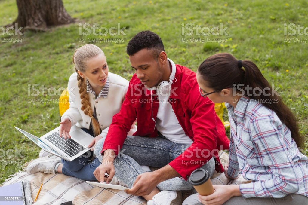 Three young students discussing their student life zbiór zdjęć royalty-free