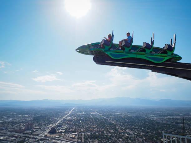 thrill ride on top of las vegas stratosphere tower - stratosfer stok fotoğraflar ve resimler