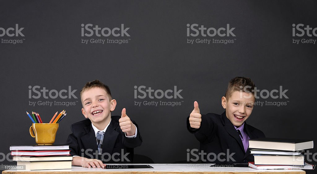 Pulgares arriba en la escuela foto de stock libre de derechos