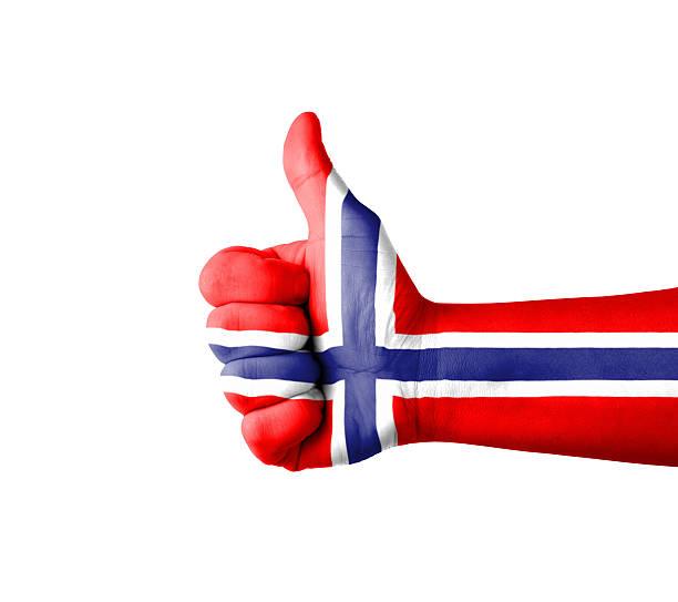 hand mit daumen nach oben, norwegen flagge gemalt - norwegen fahne stock-fotos und bilder