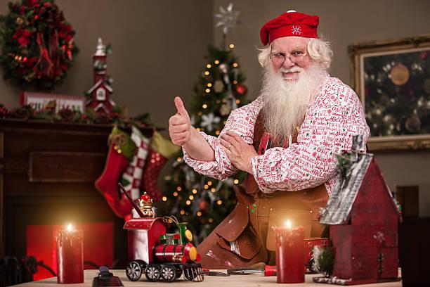 Daumen hoch Santa in Spielzeug-Shop – Foto
