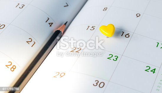 istock Thumbtack in calendar concept for busy, appointment and meeting 611759786