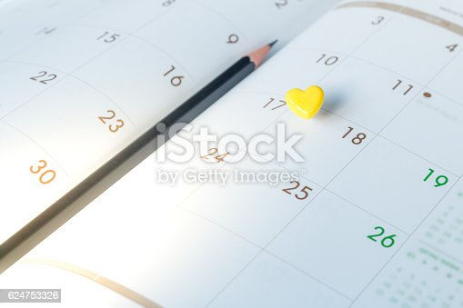 487354658 istock photo Thumbtack in calendar concept for busy, appointment and meeting 624753326