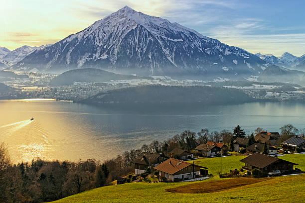 thun blick auf den see im winter - thun switzerland stock-fotos und bilder