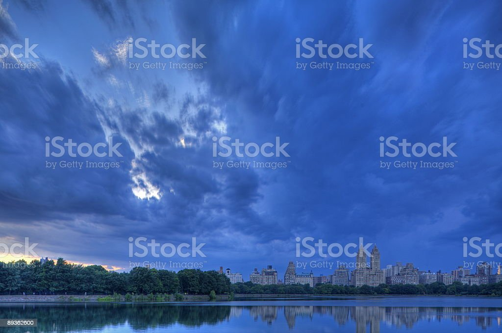 Thunderstorm in Central Park royaltyfri bildbanksbilder
