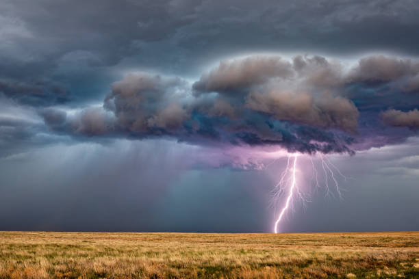 thunderstorm lightning - lightning zdjęcia i obrazy z banku zdjęć