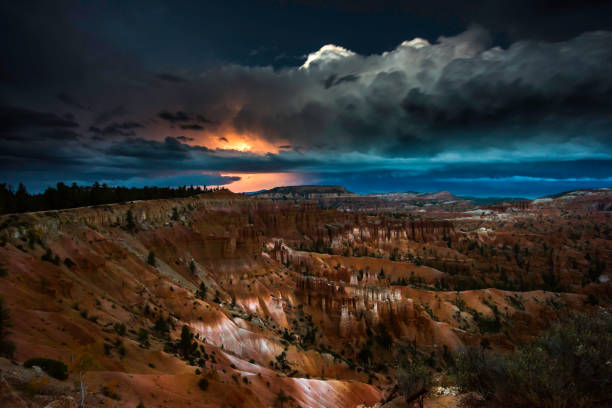 thunderstorm with lightning in bryce canyon - bryce canyon stockfoto's en -beelden