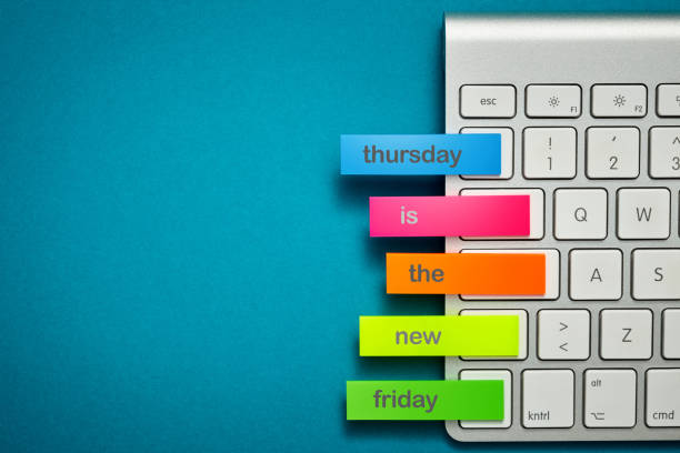 donnerstag ist der neue freitag - donnerstagnachmittag stock-fotos und bilder