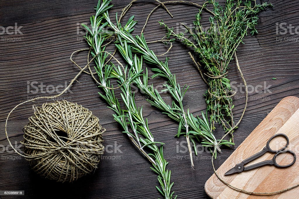 thyme and rosemary on wooden background top view zbiór zdjęć royalty-free