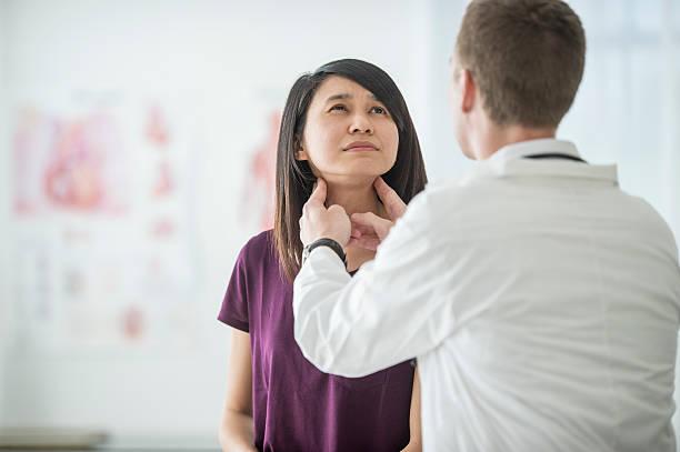 thyroid cancer checkup - cancer da tireoide - fotografias e filmes do acervo