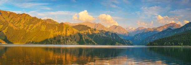 Tianchi-See in der Provinz Xinjiang,China – Foto