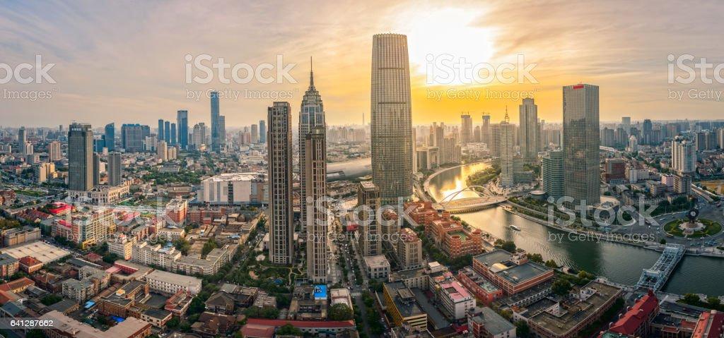 Tianjin Skyline bei Sonnenuntergang – Foto