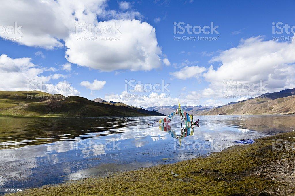 tibet: lake yamdrok yumtso stock photo