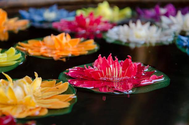 tibetische künstliche lotus blume auf dem wasser - lotus symbol stock-fotos und bilder