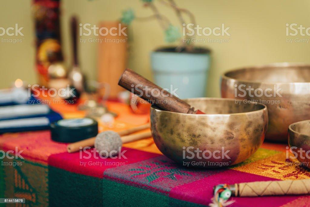 Tibetano canta bowl - foto de stock