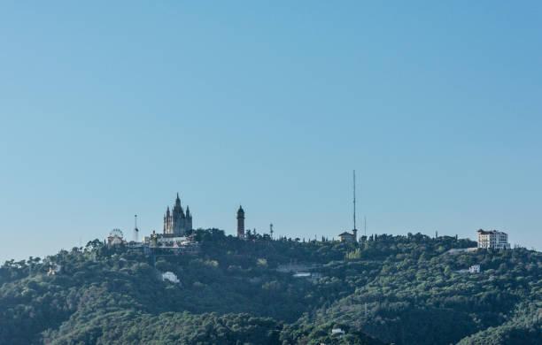tibidabo church on mountain in barcelona, spain - jesus and heart zdjęcia i obrazy z banku zdjęć