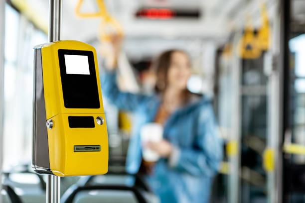 Fahrkartenautomat in der Straßenbahn – Foto