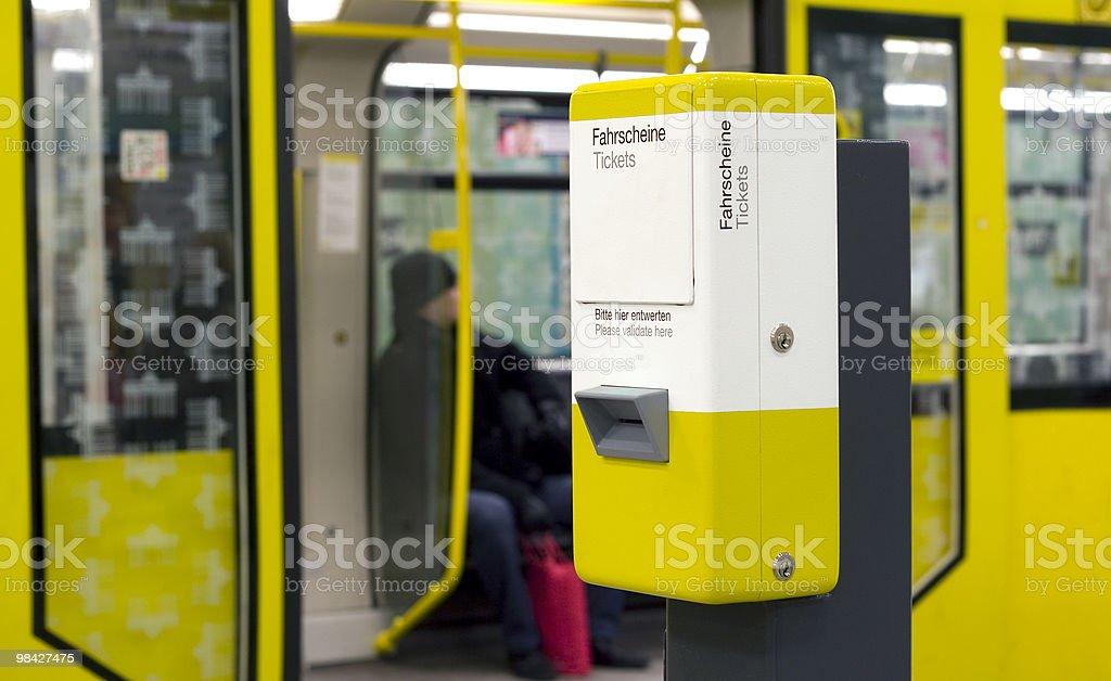 Biglietteria automatica-Stazione ferroviaria foto stock royalty-free