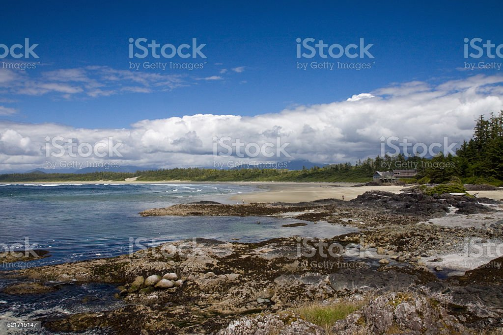 Tide pools with Wickanish Visitor Centre in background stock photo