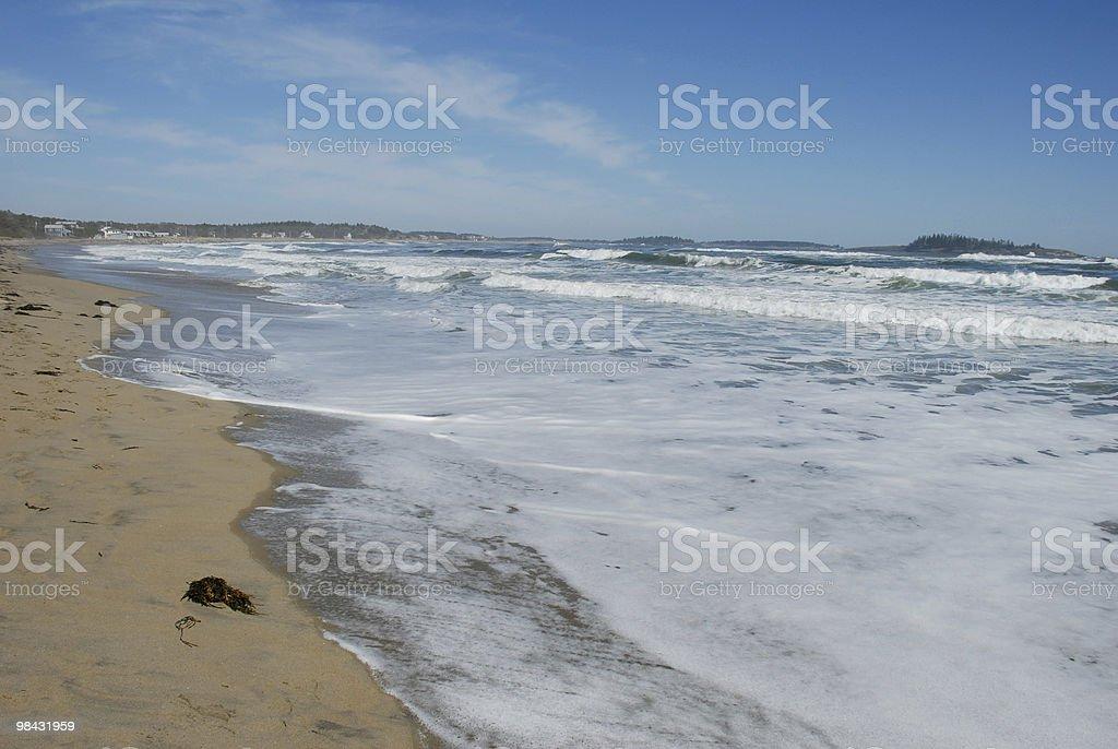 Marea sovratensioni in spiaggia, nel Maine foto stock royalty-free
