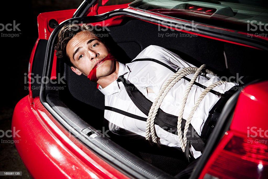 Geknotet und Gagged in einer Auto-Kofferraum – Foto
