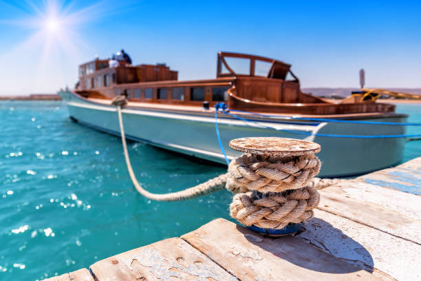 Tied luxurious yacht Tied luxurious yacht in the harbour (bay) mooring stock pictures, royalty-free photos & images