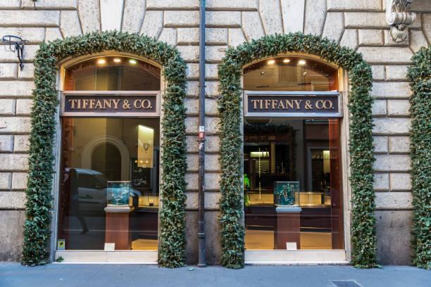 tiffany shop in rome, italy - exklusive mode stock-fotos und bilder