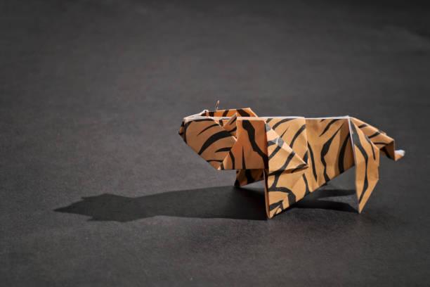 Tiger origami picture id858675048?b=1&k=6&m=858675048&s=612x612&w=0&h=7oradqlhxtw731hjpkx6b9ynnek3s0mar34z3audnue=