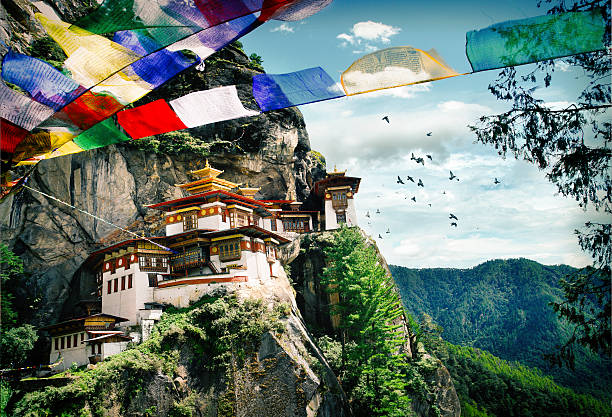 Tiger's Nest Monastery in Bhutan Tiger's Nest Monastery (Taktshang) in the Kingdom of Bhutan monastery stock pictures, royalty-free photos & images
