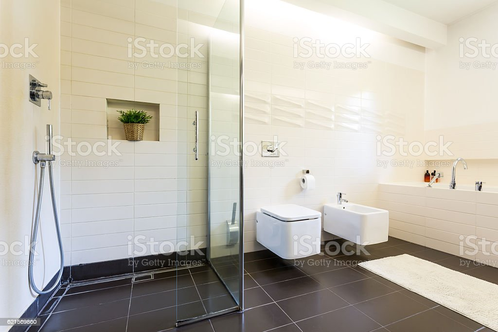 Interno bagno in piastrelle foto stock royalty-free