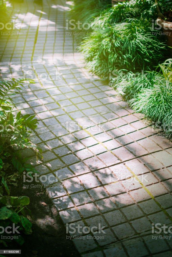 Photo libre de droit de Fond De Lallée De Jardin En Mosaïque ...