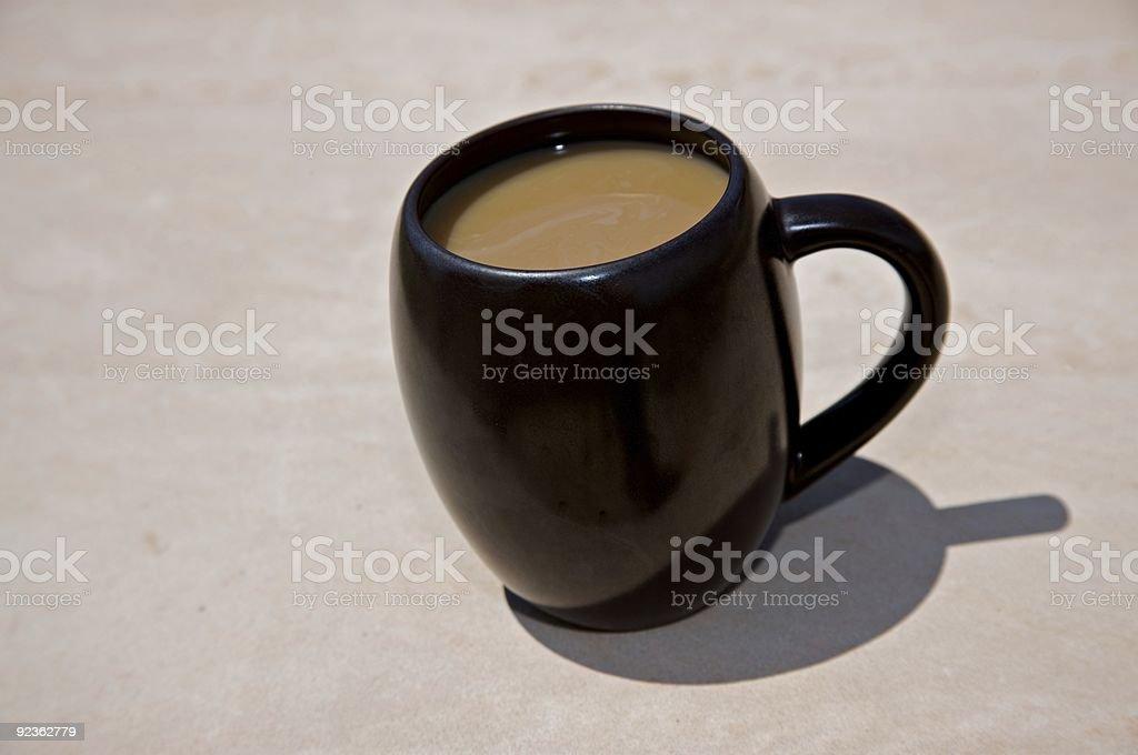 Schräges Kaffee Bohnen mit Creme Lizenzfreies stock-foto