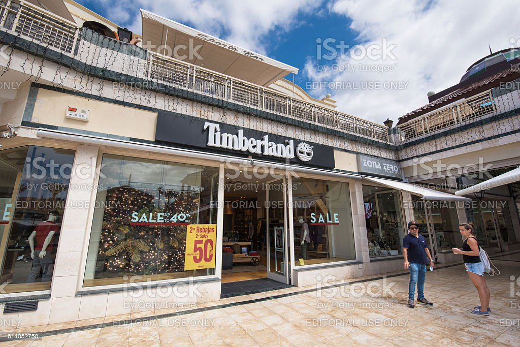 Perca Limpia la habitación celestial  Timberland Store Stock Photo - Download Image Now - iStock