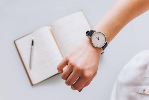 時計や日記での時間チェック ストックフォト